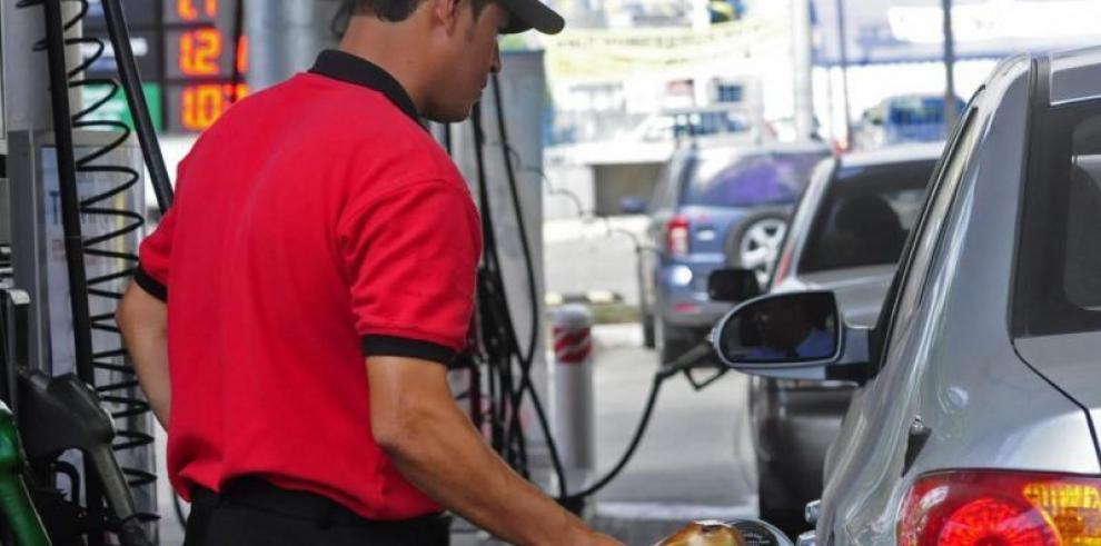 Precios del combustible bajan este viernes