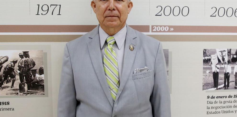 Profesor Pereira: renunció por un pase de factura