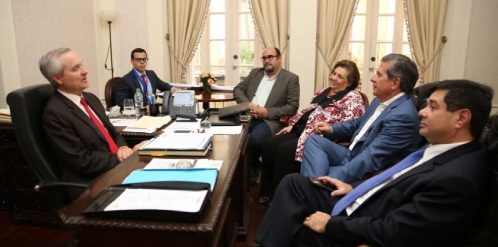 Ejecutivo, cerca de culminar consultas para convocatoria de constituyente