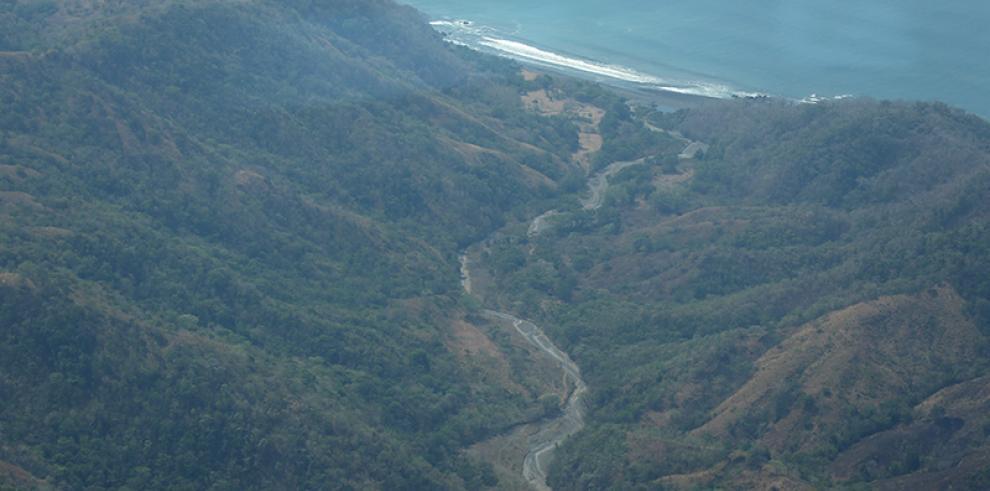 Minera achaca retraso en extracción oro en Panamá a lento trámite de Gobierno