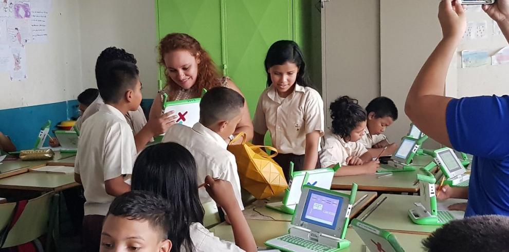 Google ayuda a 100 niñas y 30 madres de Honduras a empoderarse en tecnología