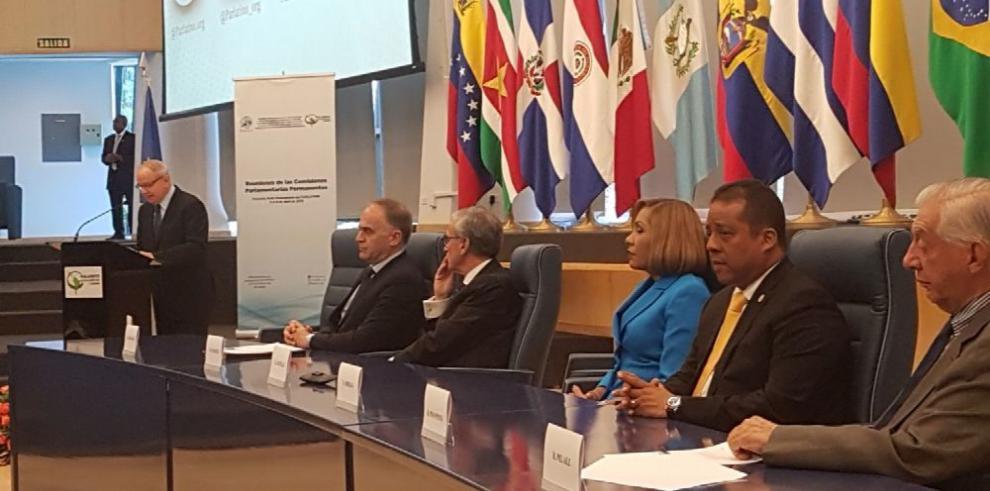 Castillo cuestiona censuras a Panamá