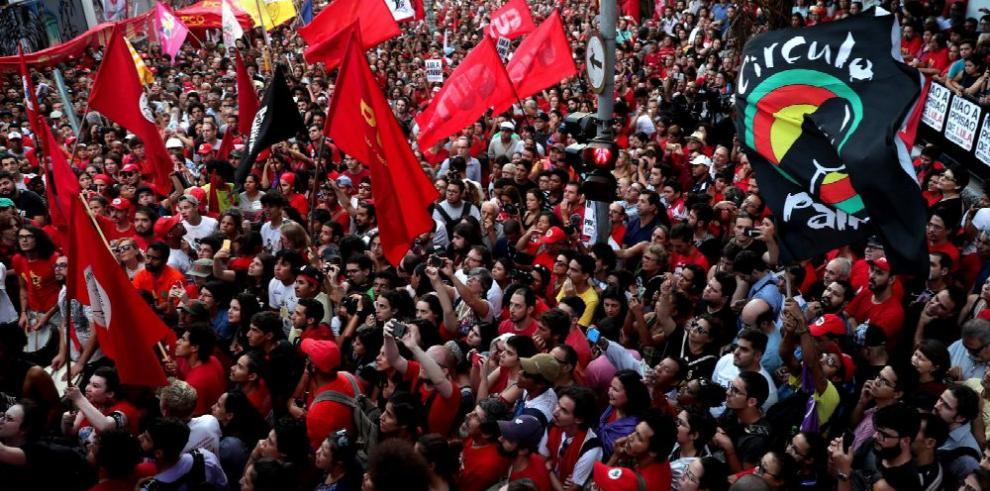 Lula resiste en sindicato metalúrgico , Policía no define cómo intervendrá