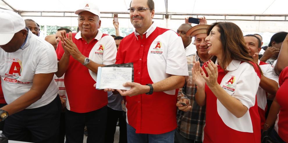 José Domingo Arias, se inscribe en el partido Alianza