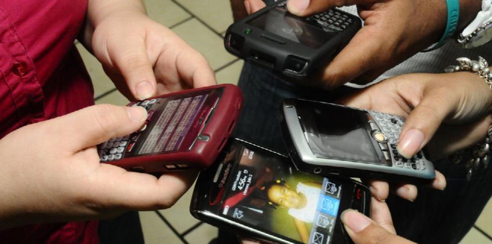 Ley limitará a tres el número de operadores móviles en el país