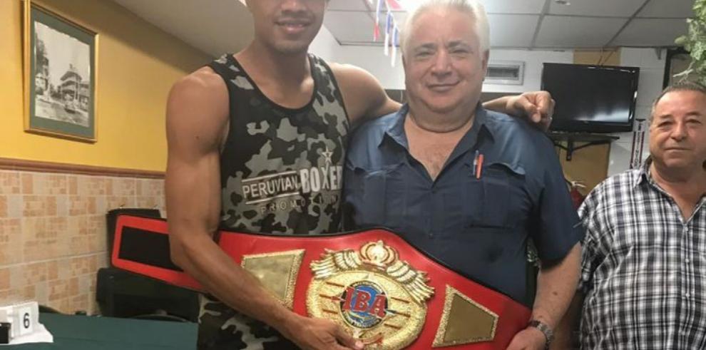 Manuel Pérez Barreiro escribe una historia en el boxeo profesional