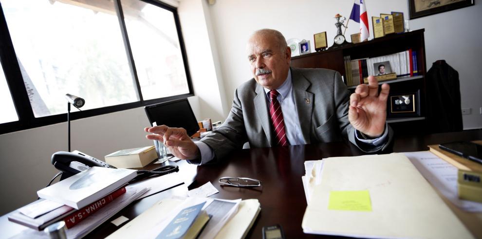 Miguel Antonio Bernal asegura que un independiente nunca será presidente