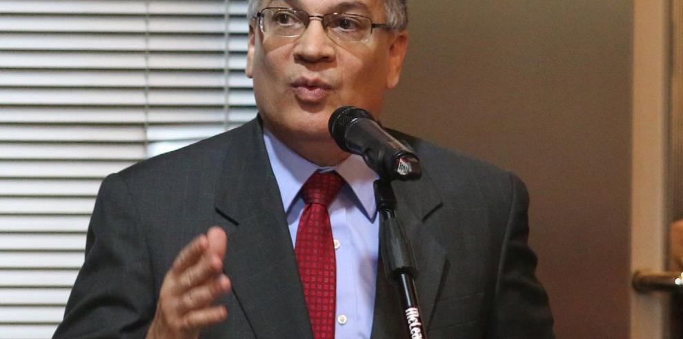 González pide a la Corte que lo declare impedido