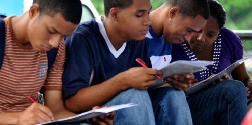Solo el 25 % de empresas en Latinoamérica contrata jóvenes de bajos recursos