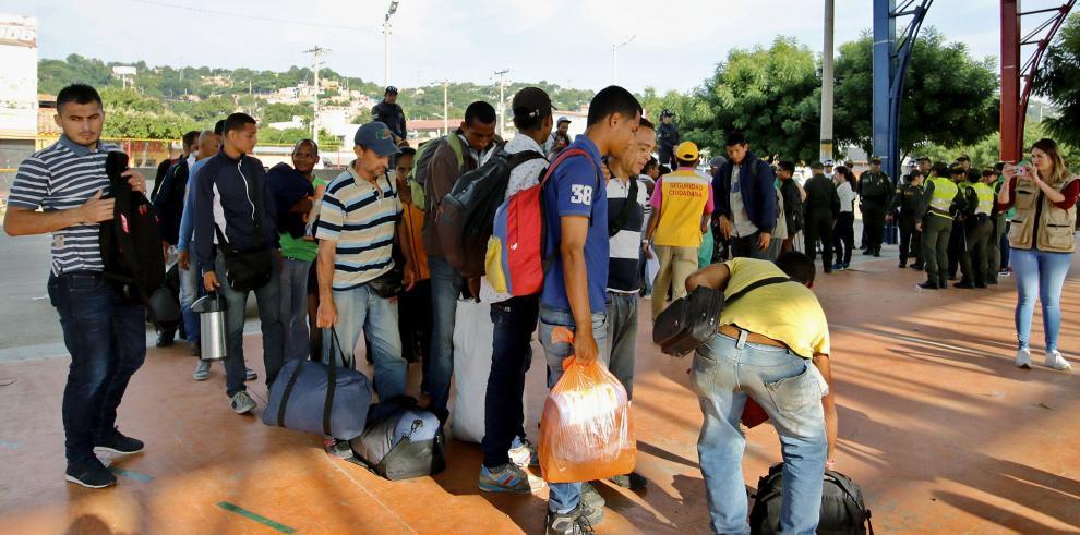 Venezolanos rechazan propuesta de congresista de restringir su ingreso a Perú