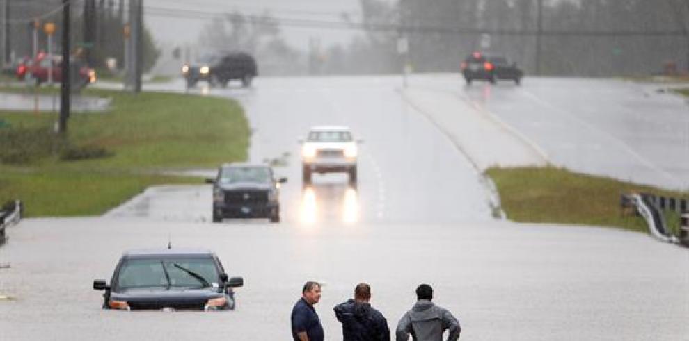 Florence deja 9 muertos y lluvias