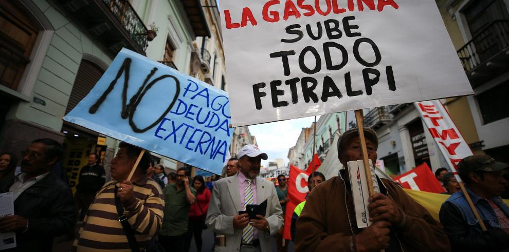 Economía de Ecuador deambula entre crisis, ajuste y fantasma de privatización