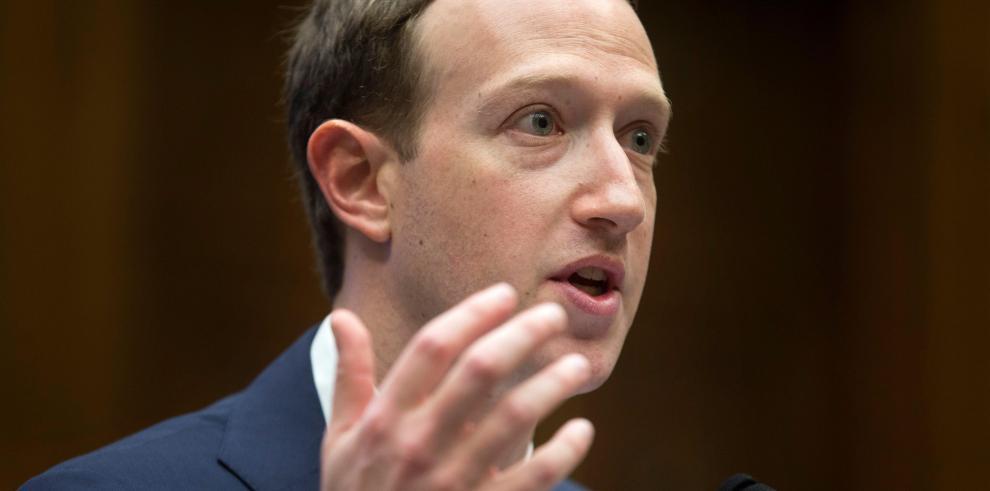 Zuckerberg afirma que Cambridge Analytica accedió a sus datos de Facebook