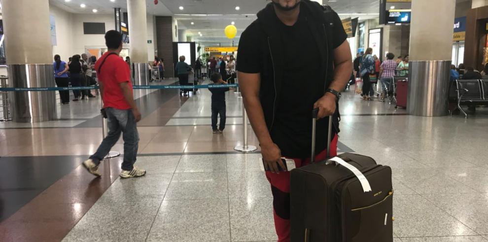 Makano viaja a Ecuador para cumplir sueño de una quinceañera