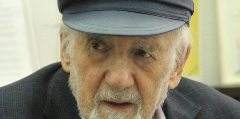 El locutor de radio más viejo del mundo que luchó y sobrevivió al Holocausto