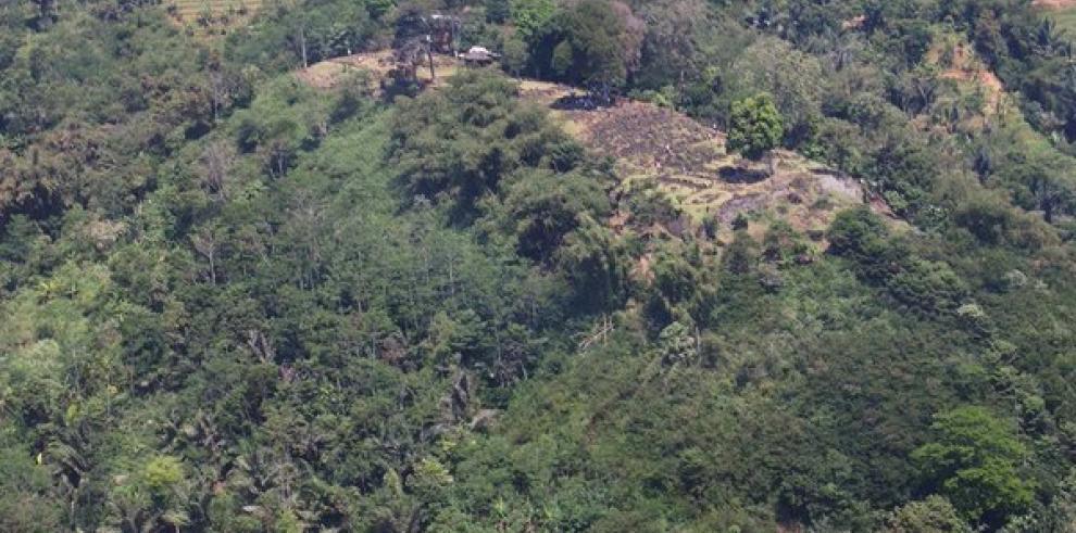 Descubren pirámide indonesia de hace miles de años bajo una aparente montaña