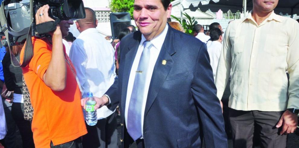 Martinelli pide respaldo al candidato Rómulo Roux
