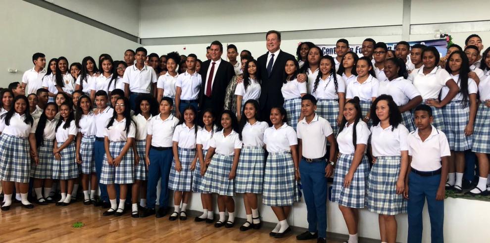 Escuela Bilingüe Padre Fernando Guardia Jaén realiza su primera graduación