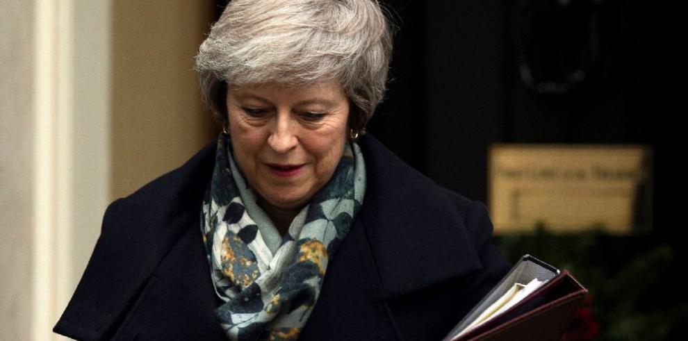 'Brexit' será votado en enero,' piden moción de censura a May