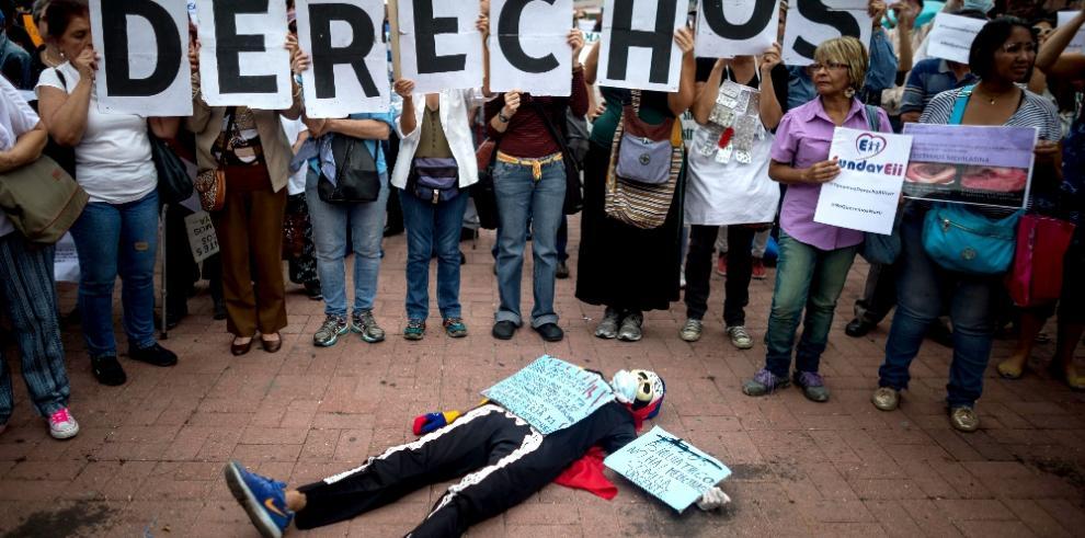 Venezolanos con enfermedades graves piden ayuda entre lágrimas y gritos