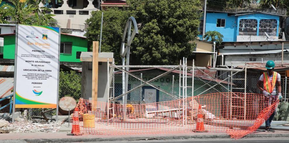 Alcaldía de San Miguelito construye nuevas paradas de buses