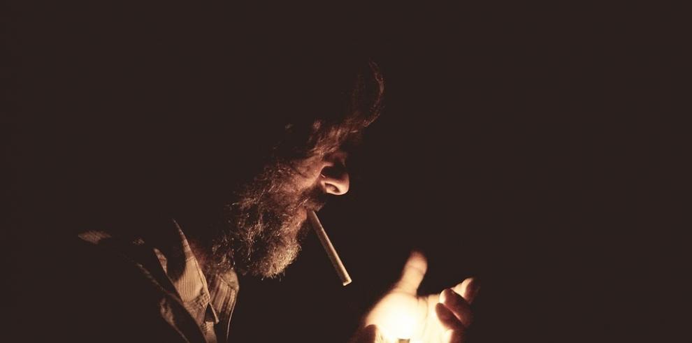 Multan a miles de personas por fumar en la calle en Nueva Delhi