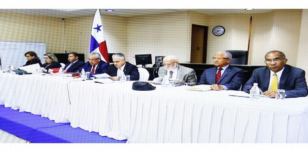 Caso de pinchazos contra expresidente Ricardo Martinelli no es cosa juzgada