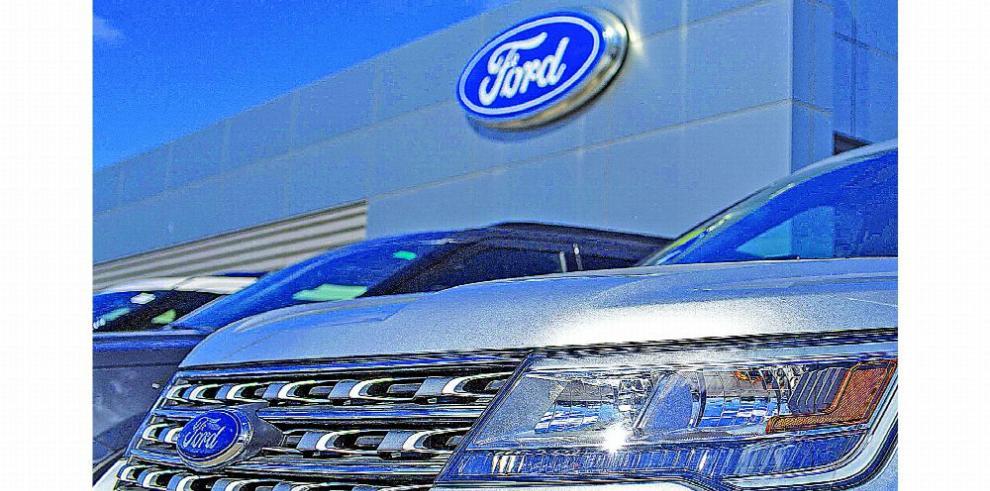 Beneficios netos de Ford caen un 23% en el primer semestre del año