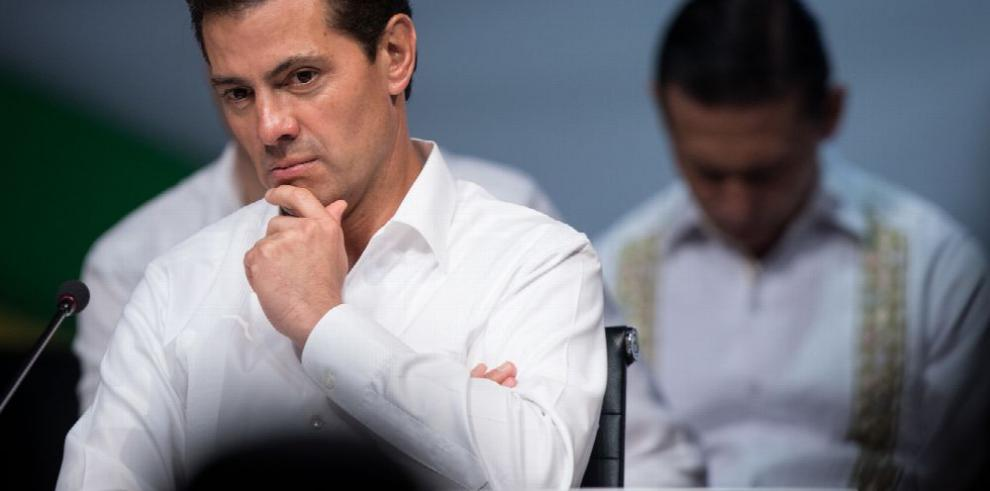 Acusan a Peña Nieto de 'cómplice' en caso Ayotzinapa