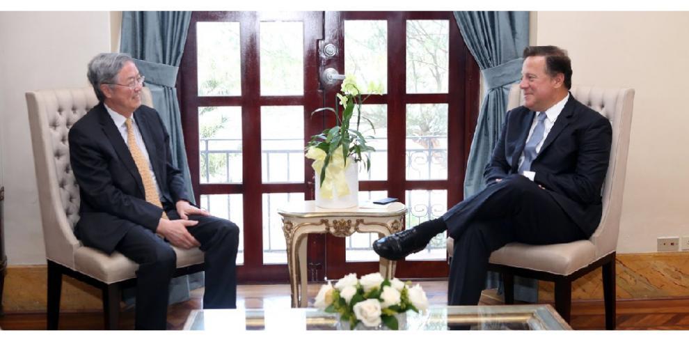 Varela se reúne con el gobernador del Banco Popular de China