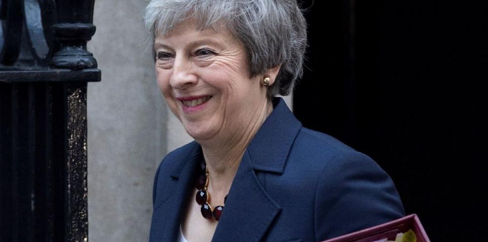 Borrador del 'brexit' de May recibe el apoyo de ministros