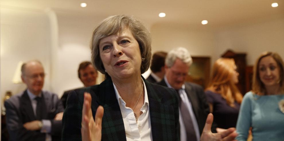 May dice que se mantienen los preparativos para un brexit sin acuerdo
