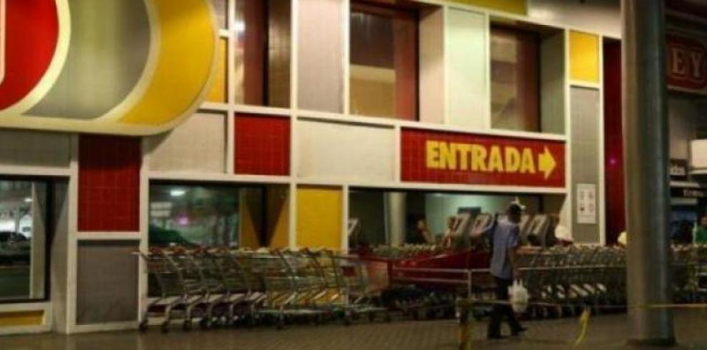 Ecuatoriana Favorita formaliza oferta sobre cadena del Grupo Rey
