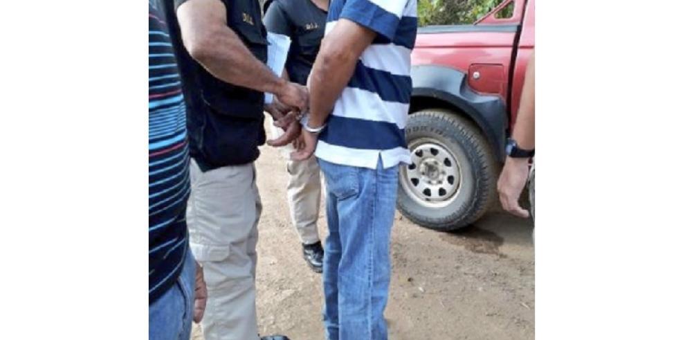 Imputan medida de notificación y país por cárcel a seis productores