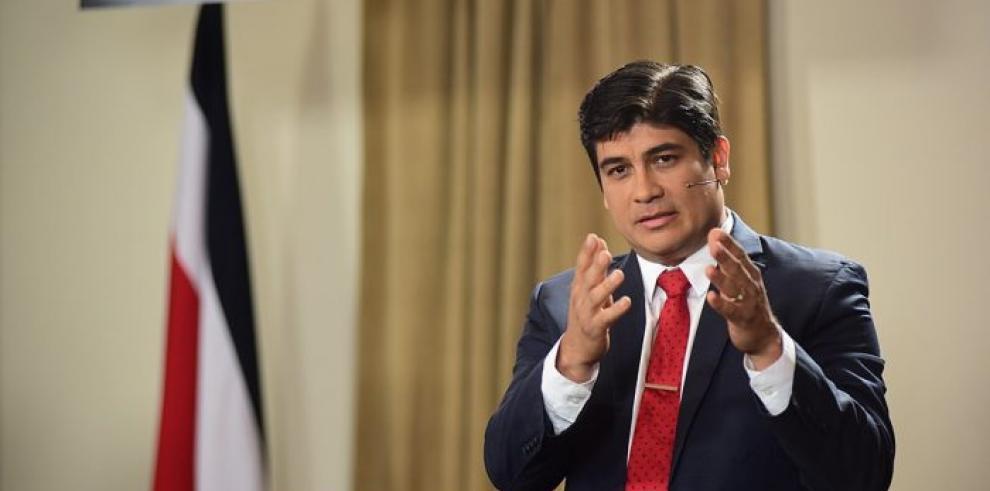 Presidente de Costa Rica emite decretos sobre derechos para población LGBTI