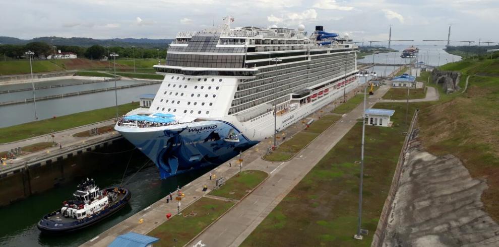 Tránsito delNorwegian Bliss marca una huella en la historia del Canal de Panamá