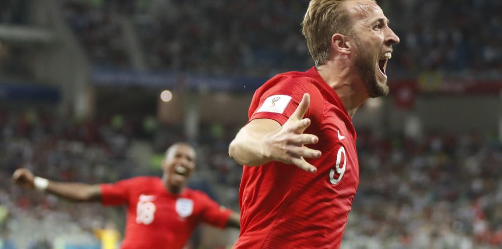 El goleador del Mundial también acierta con los dardos