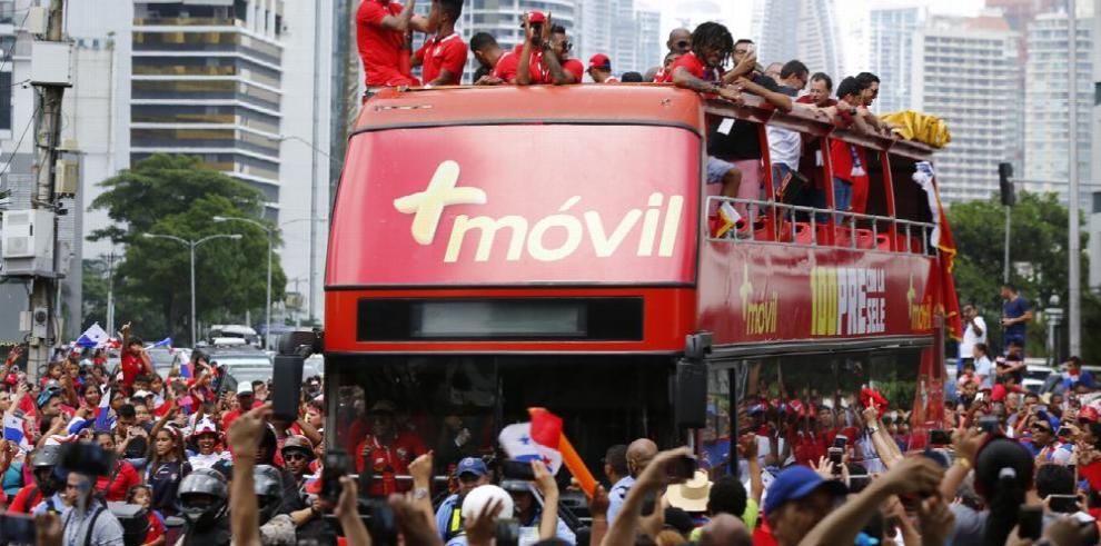 Seleccionados de fútbol de Panamá recibieron todo el calor de su afición