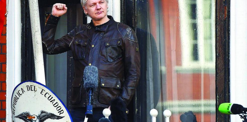 Fiscales de EE.UU. inculpan en secreto a Julian Assange