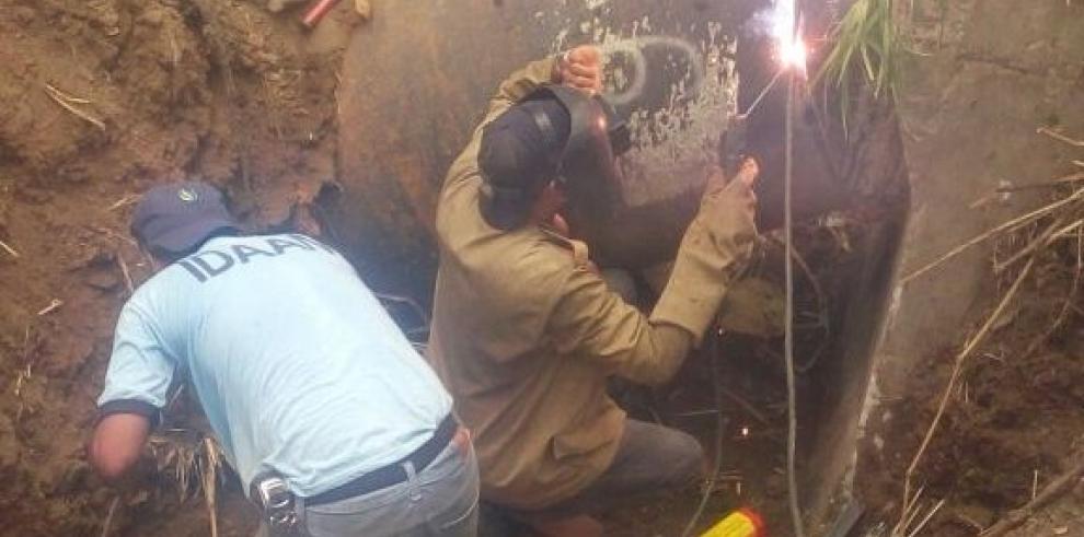 Reparación de la tubería afectada en el río Matías Hernández continuará mañana