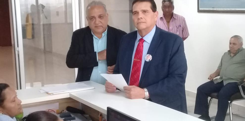 'Chello' Gálvez inicia proceso de postulación de Martinelli como independiente