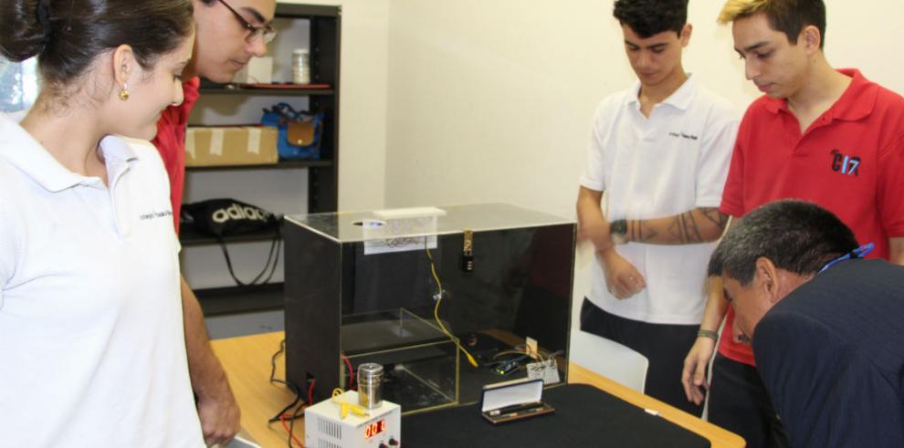 Estudiantes del Colegio Isaac Rabín ganan torneo de Física