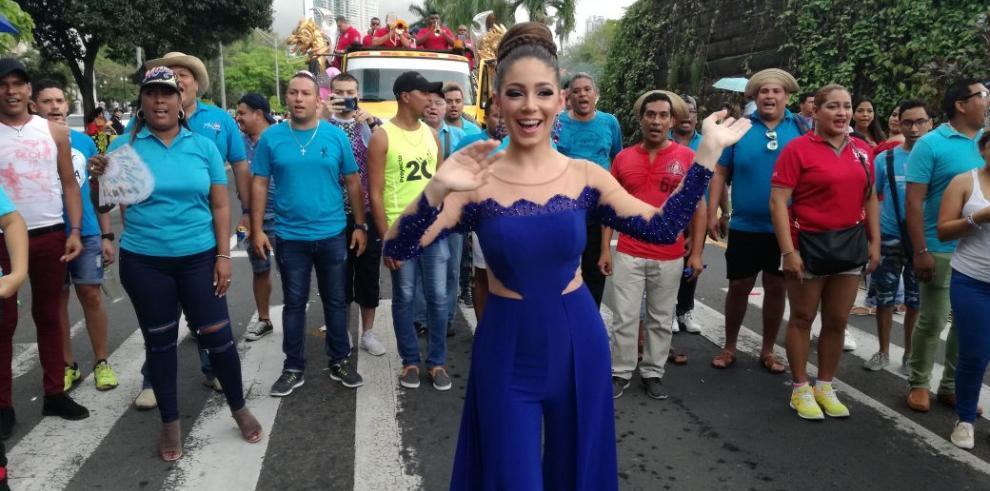 Soberana de la Calle Arriba de Las Tablas 2019 participa en el Desfile de Reinas