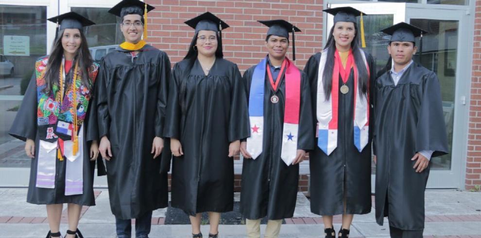 Becarios de la Senacyt, graduados sobresalientes
