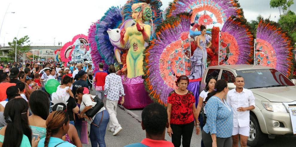 Reinas, carrozas y tunas se lucieron en la segunda versión del Desfile de Reinas