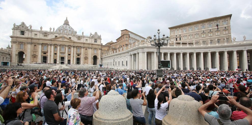El papa lamenta el atentado en Indonesia y pide que cese la violencia