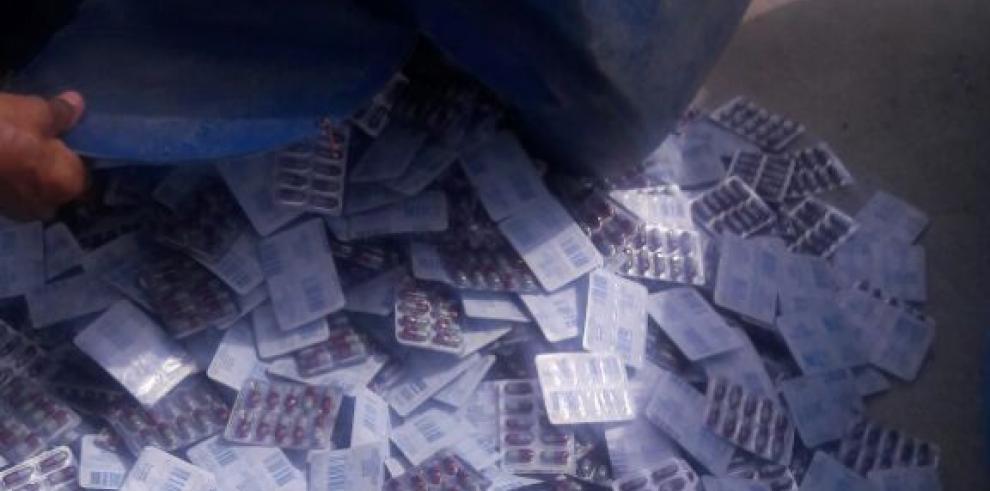 Decomisan medicamentos en una embarcación proveniente de Colombia
