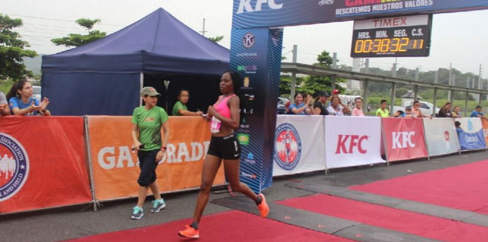 Zúñiga y Jepkoelch ganan Carrera Caminata Kiwanis
