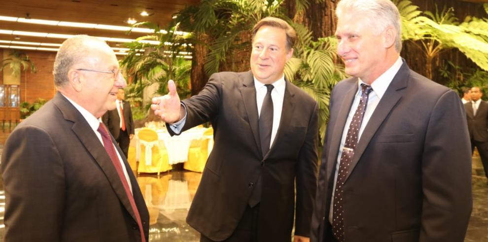 Varela anuncia que en Panamá otorgarán tarjeta de turismo por 30 días a cubanos
