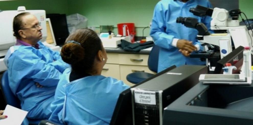 El nuevo microscopio que adquirió elHospital Susana Jones costó $17 mil dólares